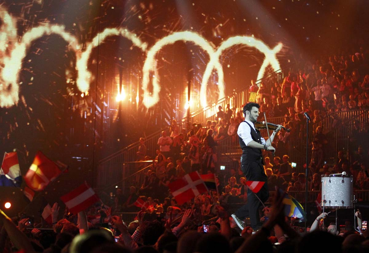 "Sebalter representing Switzerland performs the song ""Hunter of Stars"" during the grand final of the 59th Eurovision Song Contest at the B&W Hallerne in Copenhagen May 10, 2014.                            REUTERS/Tobias Schwarz (DENMARK  - Tags: ENTERTAINMENT)   ORG XMIT: AA111"